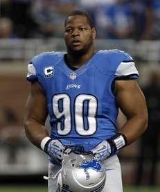 Detroit Lions defensive tackle Ndamukong Suh (90) walks