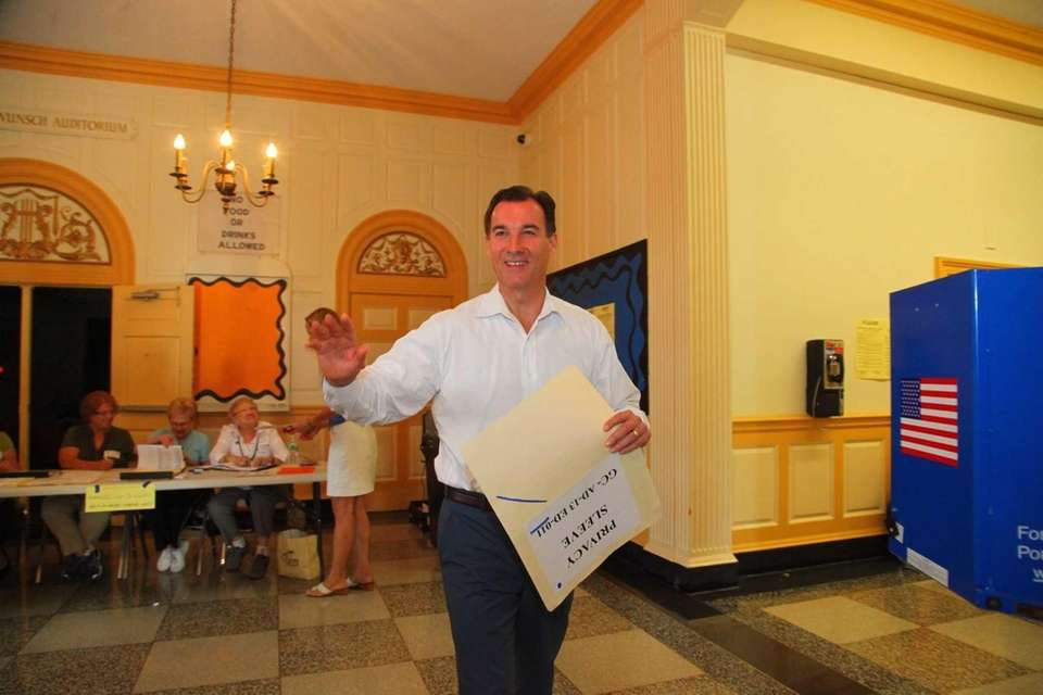 Tom Suozzi, candidate for Nassau County Executive, casts