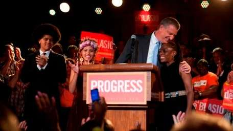 De Blasio celebrates with wife Chirlane McCray and