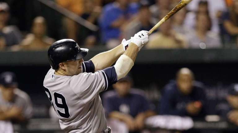Yankees' Mark Reynolds doubles in the eighth inning