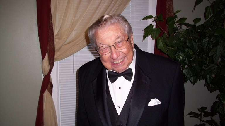 Band leader Robert Krueger, 86, died of congestive