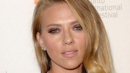 Newly engaed Scarlett Johansson stars alongside Joseph Gordon-Levitt