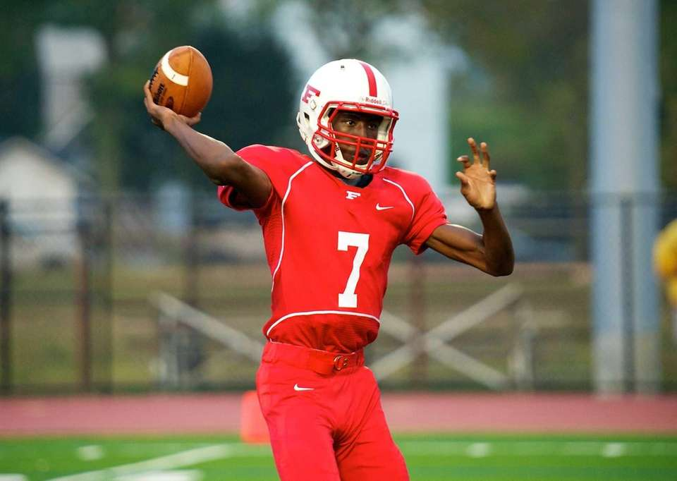 Freeport quarterback Davelle Hooks attempts a pass early