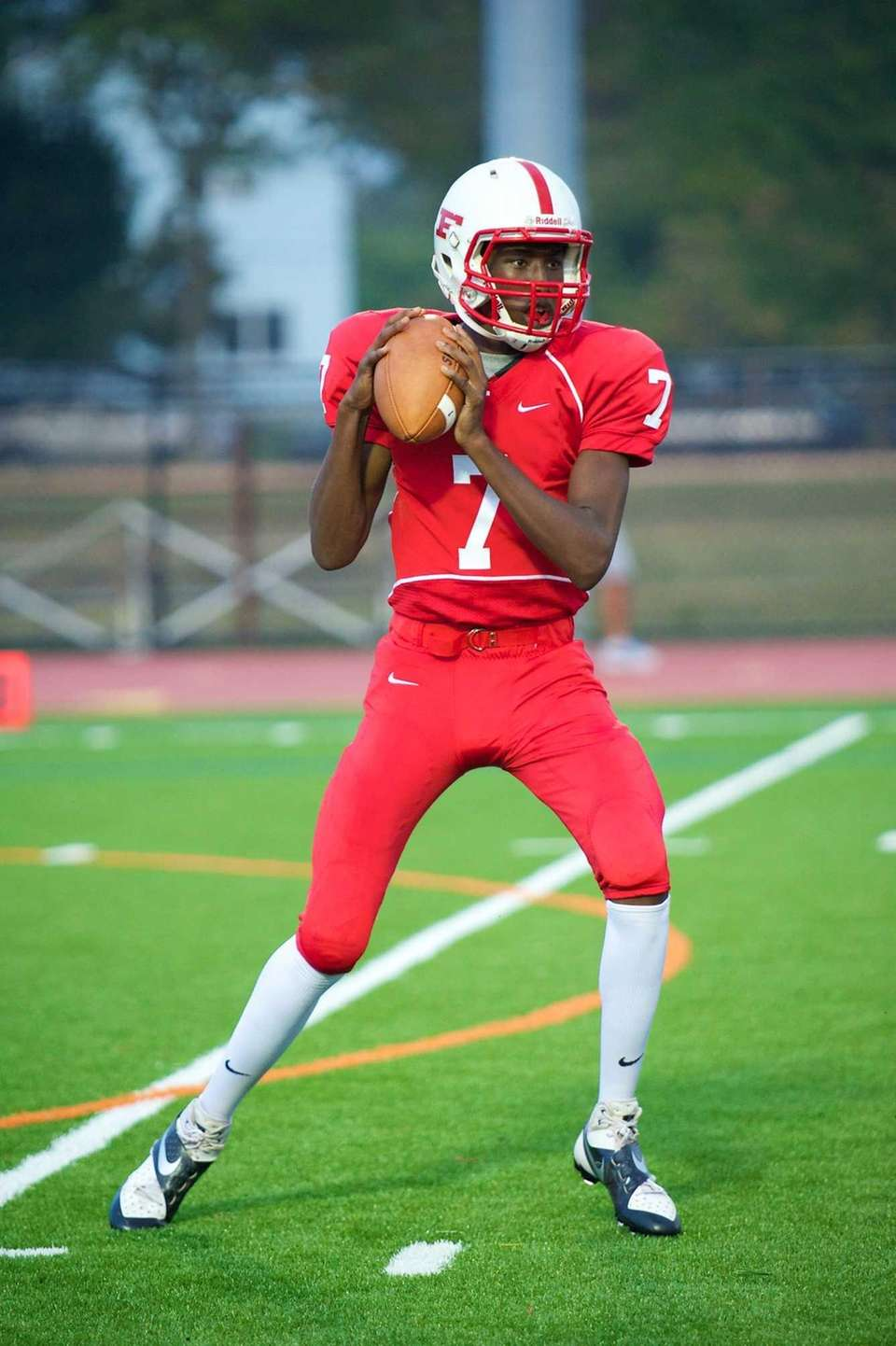 Freeport quarterback Davelle Hooks looks for an open