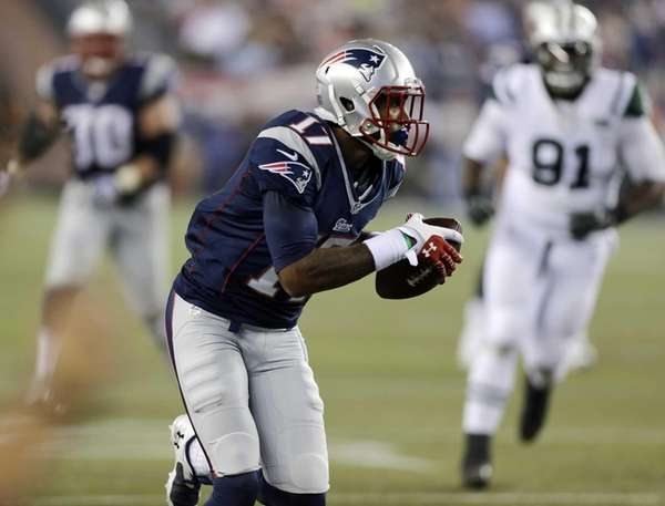 New England Patriots wide receiver Aaron Dobson catches