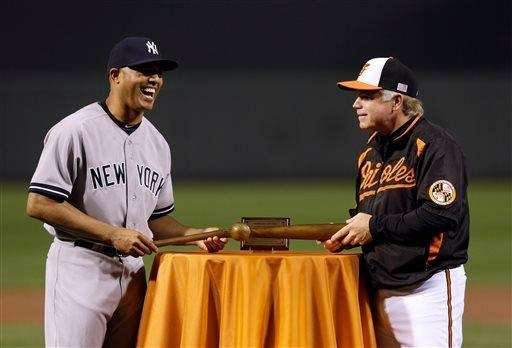 Yankees relief pitcher Mariano Rivera, left, receives a