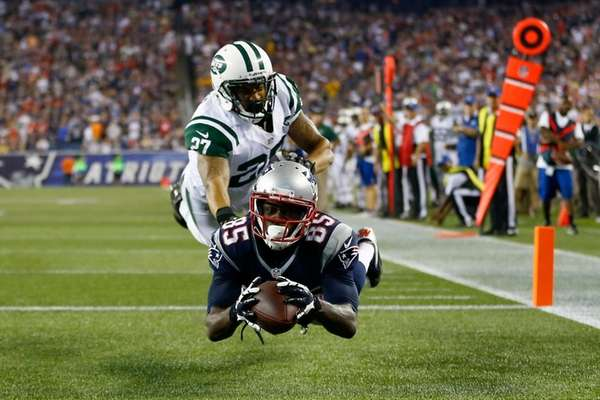 Patriots wide receiver Kenbrell Thompkins drops a pass