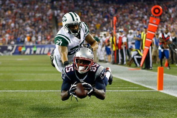 Patriots wide receiver Kenbrell Thompkins drops a pass