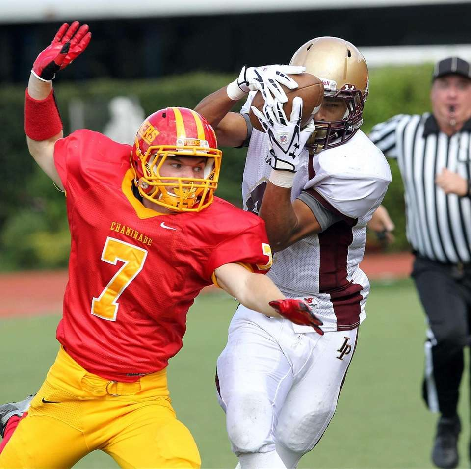 Iona's Brian Thompson hauls in a sideline catch