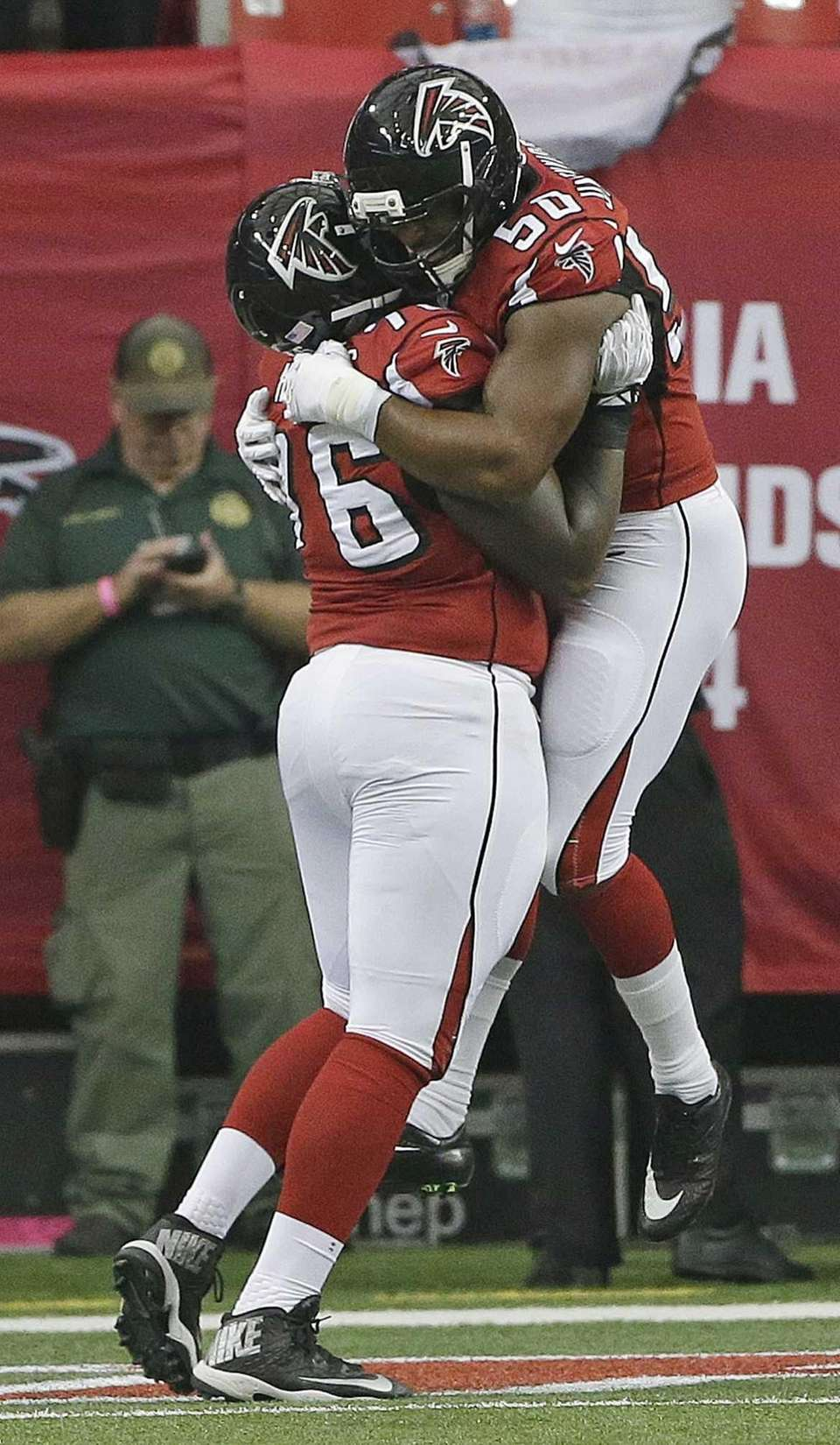 Atlanta Falcons defensive end Osi Umenyiora (50) and