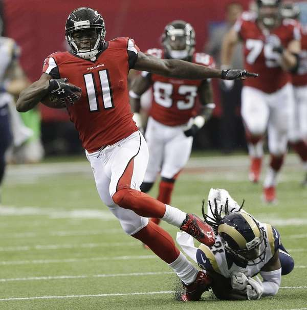 Atlanta Falcons wide receiver Julio Jones (11) makes
