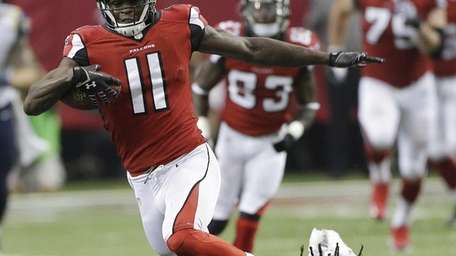 Atlanta Falcons wide receiver Julio Jones (11) makes