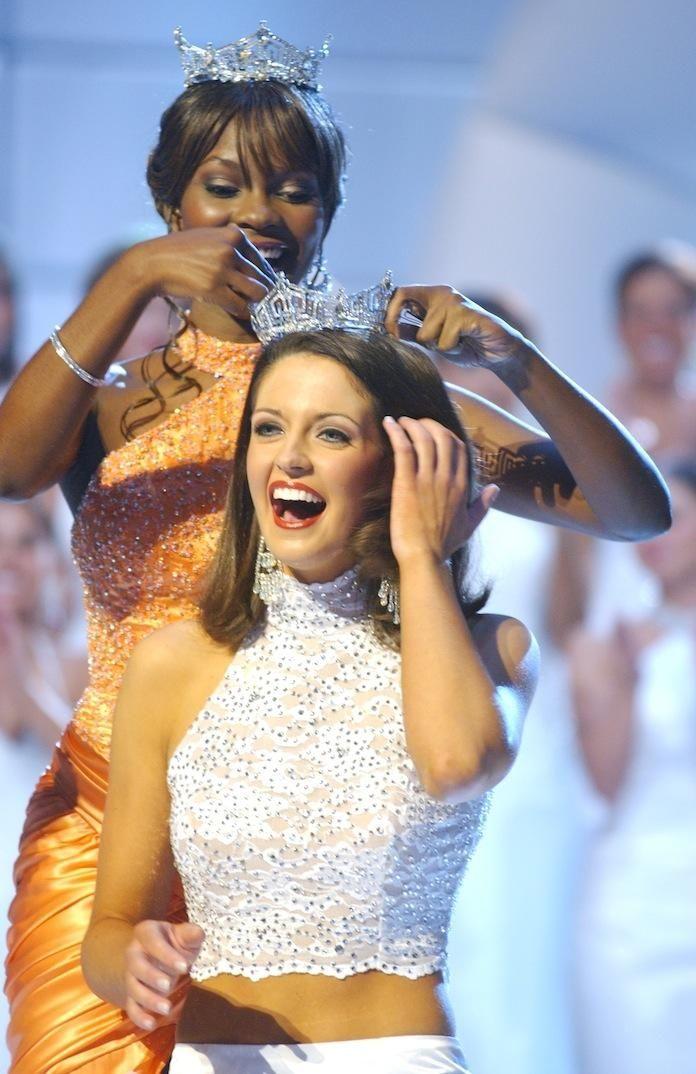 Miss America 2004, Ericka Dunlap, crowns Miss America