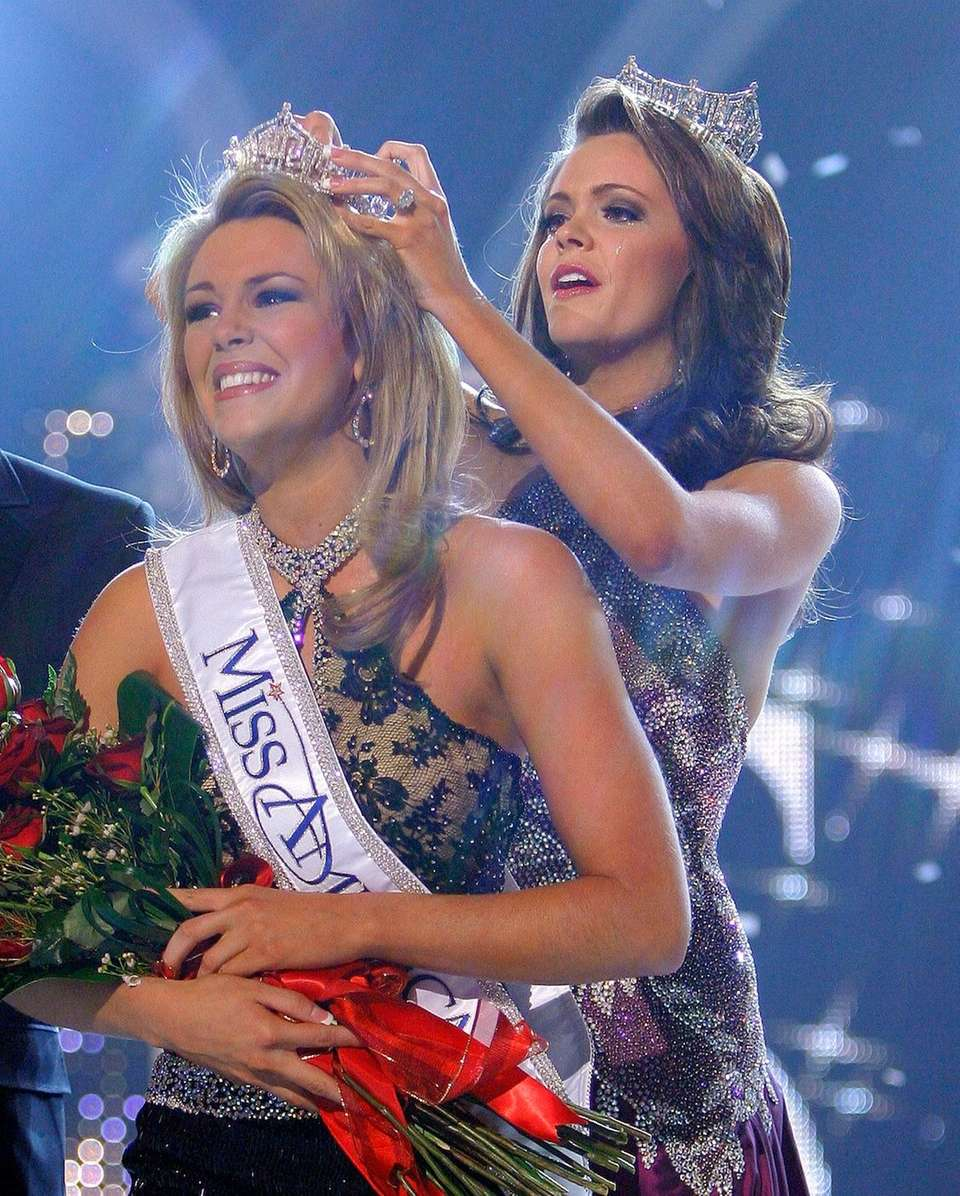 Miss Oklahoma, Lauren Nelson, is crowned Miss America