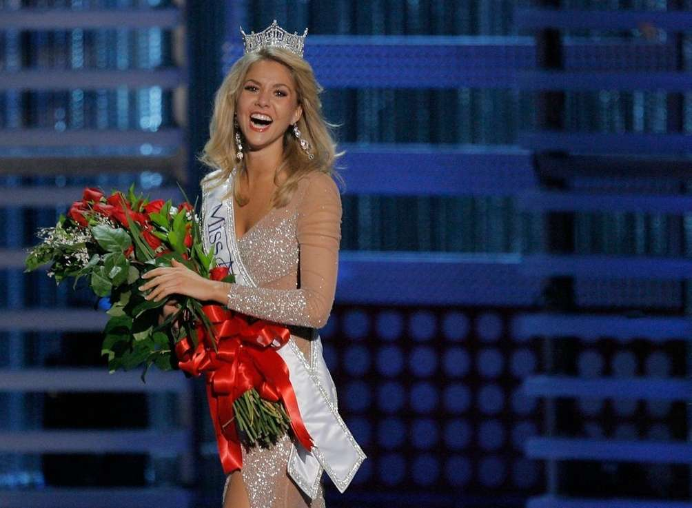 Kirsten Haglund celebrates after being crowned Miss America