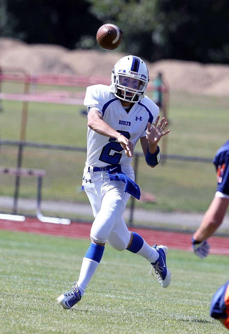 Roslyn's QB Adam Combs throws a short pass