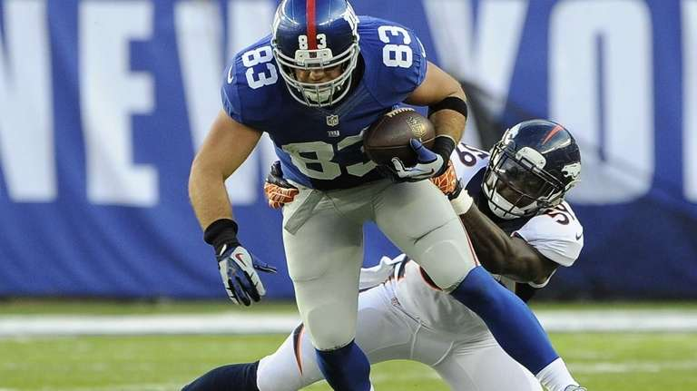 Giants tight end Brandon Myers is tackled by