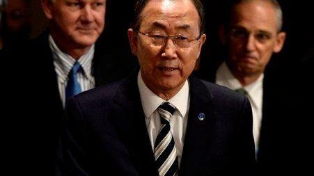 U.N. Secretary-General Ban Ki-moon, center, with chemical weapons