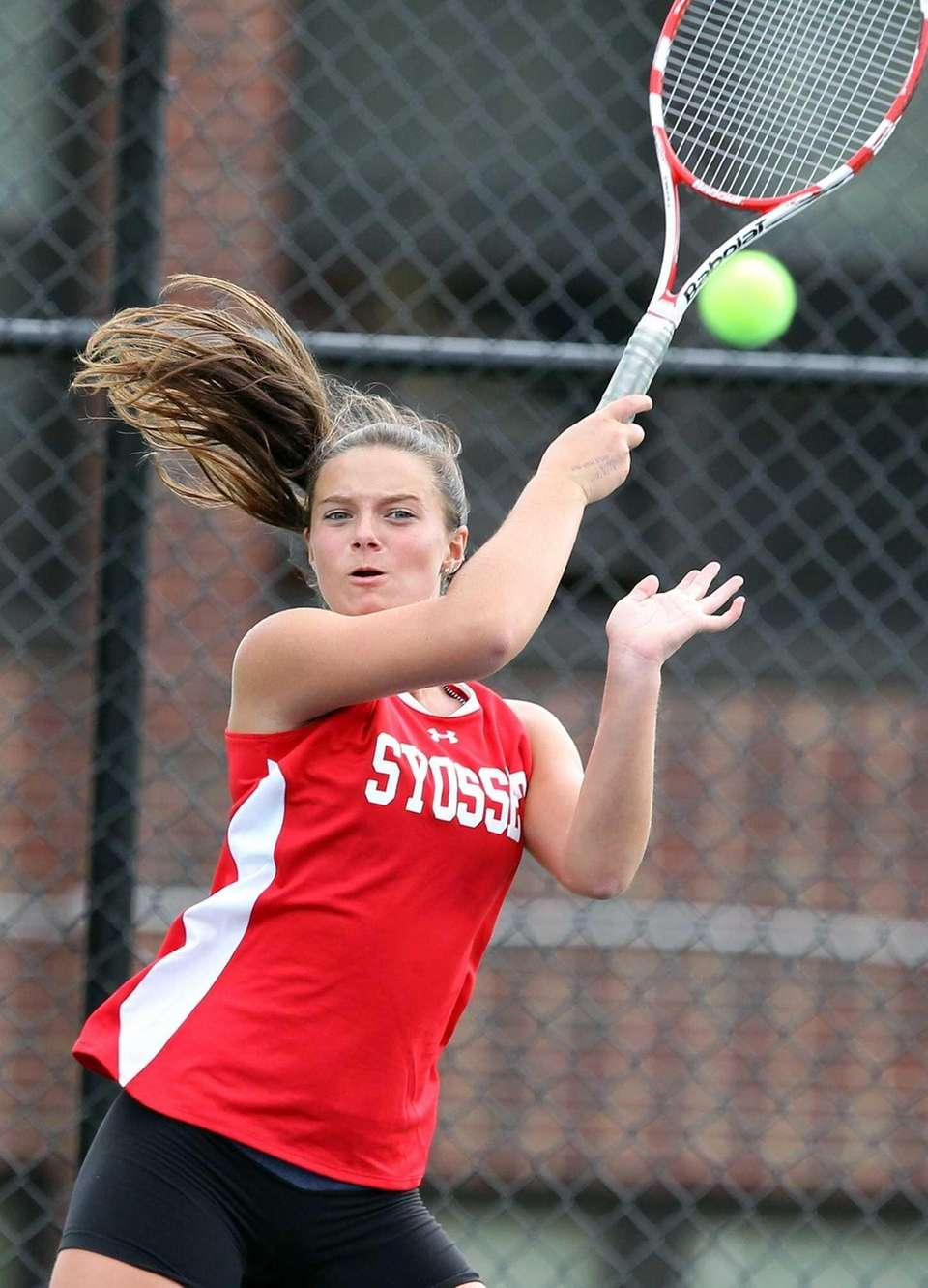 Syosset's Katie Cirella in match against Roslyn's Marissa