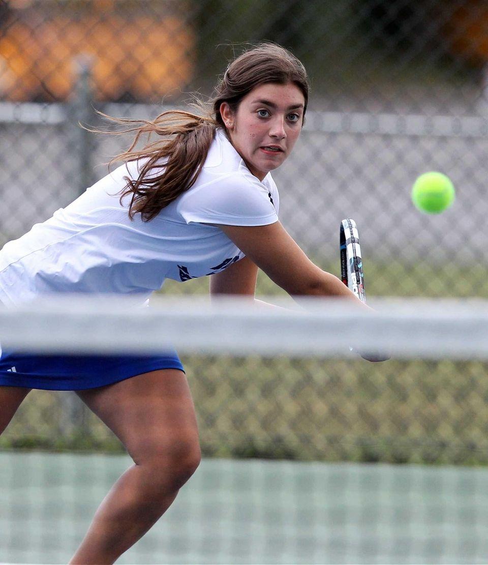 Roslyn's doubles player Lexi Singer against Syosset. (Sept.