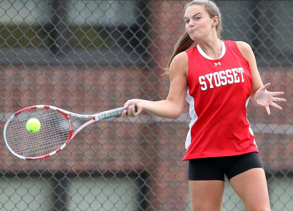 Syosset's Katie Cirella in match against Roslyn's Marissa