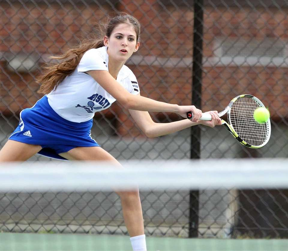 Roslyn's Alexa Buchbinder in a match against Syosset's