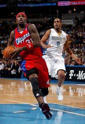 Los Angeles Clippers guard Ricky Davis, front, goes