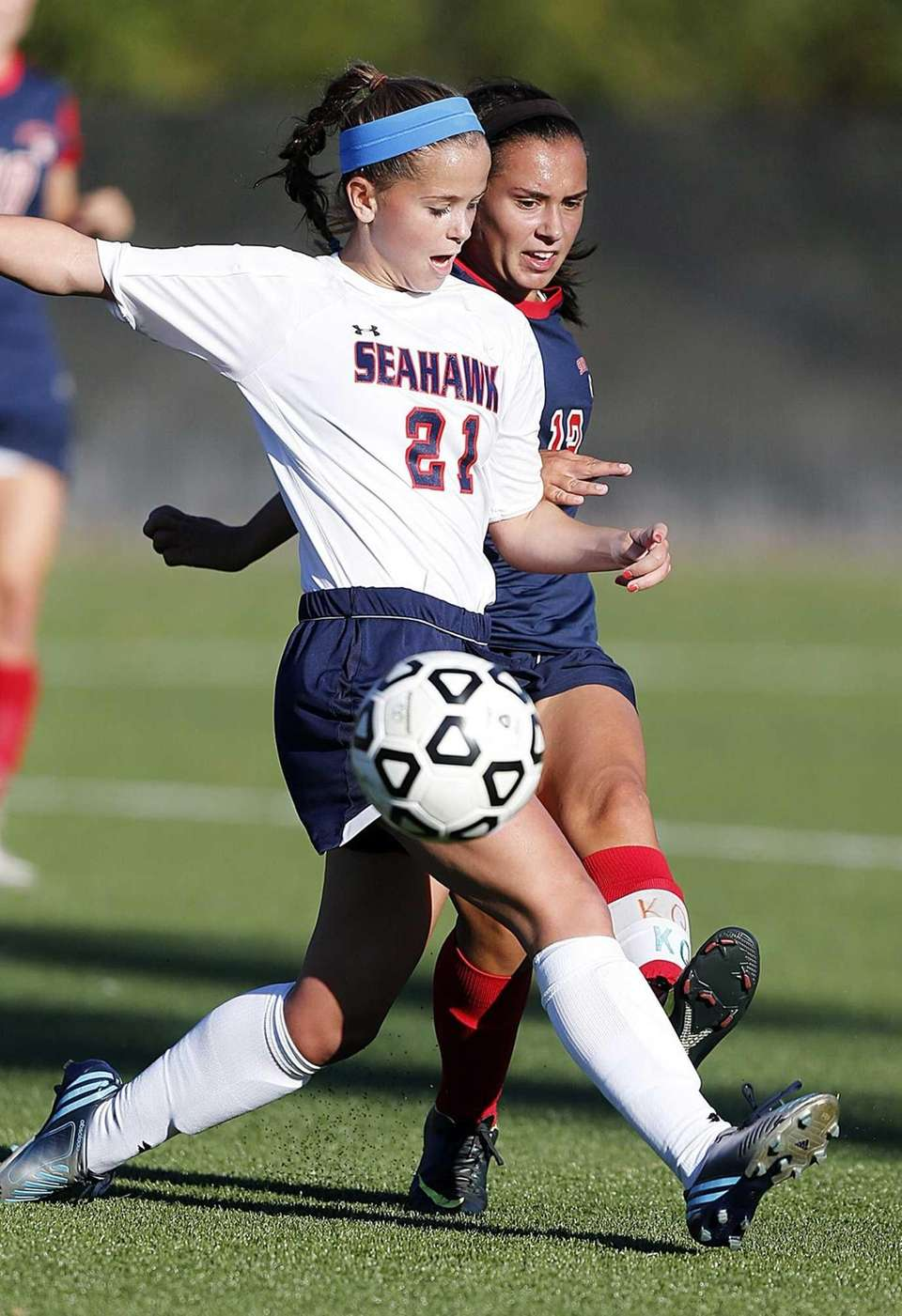 South Side's Stephanie Leonardo passes the ball around