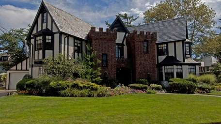 Rockville Centre Tudor built by William LevittYears before