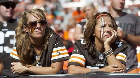 Browns fans watch the final minutes of the