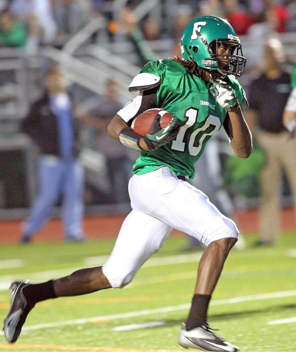 Farmingdale's Curtis Jenkins scores against Oceanside. (Sept. 20,