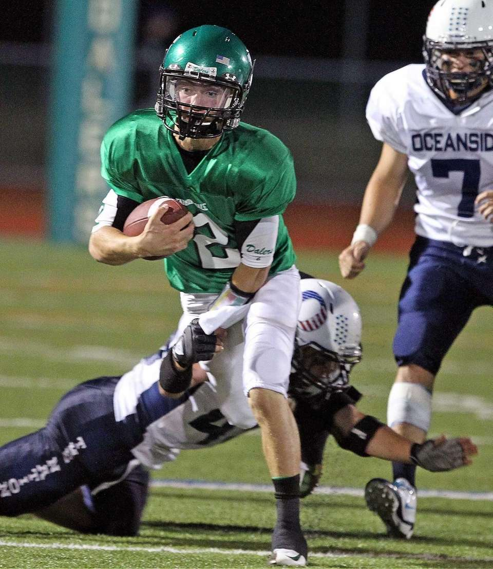 Farmingdale's Vinny Quinn runs outside the pocket against