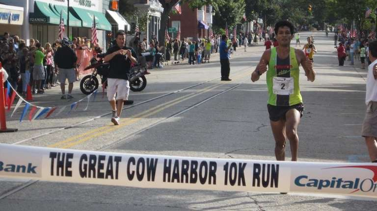 Fernando Cabada of Boulder, Colo., wins the Cow
