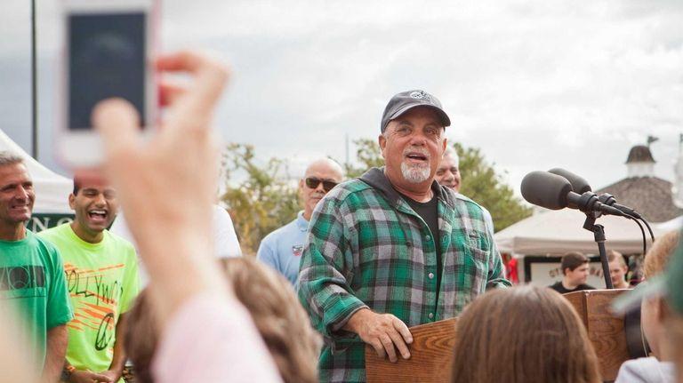 Billy Joel speaks to fellow volunteers participating in