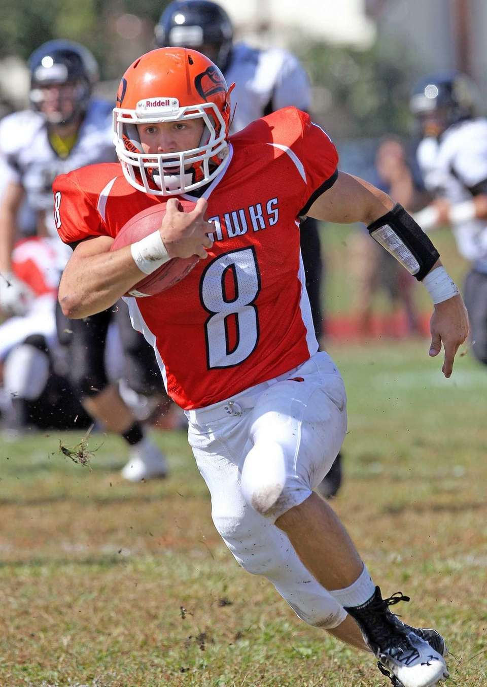 Carey's Mike Deleo runs against Wantagh. (Sept. 21,