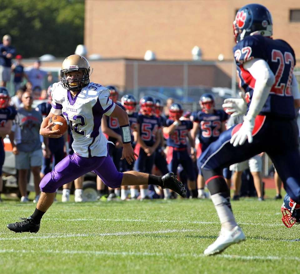 Sayville running back Matthew Selts (no. 32) runs