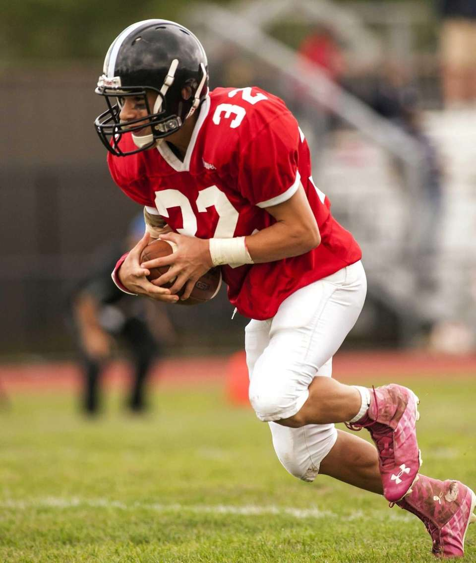 Syosset's Michael Elardo scores a touchdown against Valley