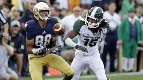 Notre Dame wide receiver Corey Robinson, left, makes