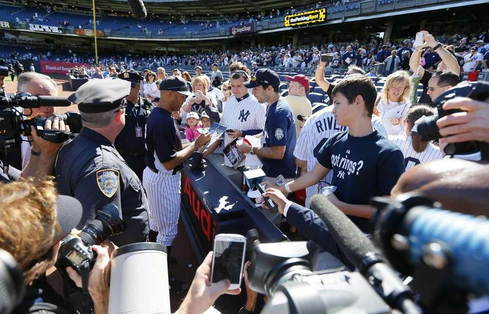 New York Yankees Mariano Rivera signs autographs prior