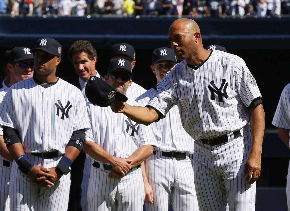 Mariano Rivera of the Yankees tips his cap
