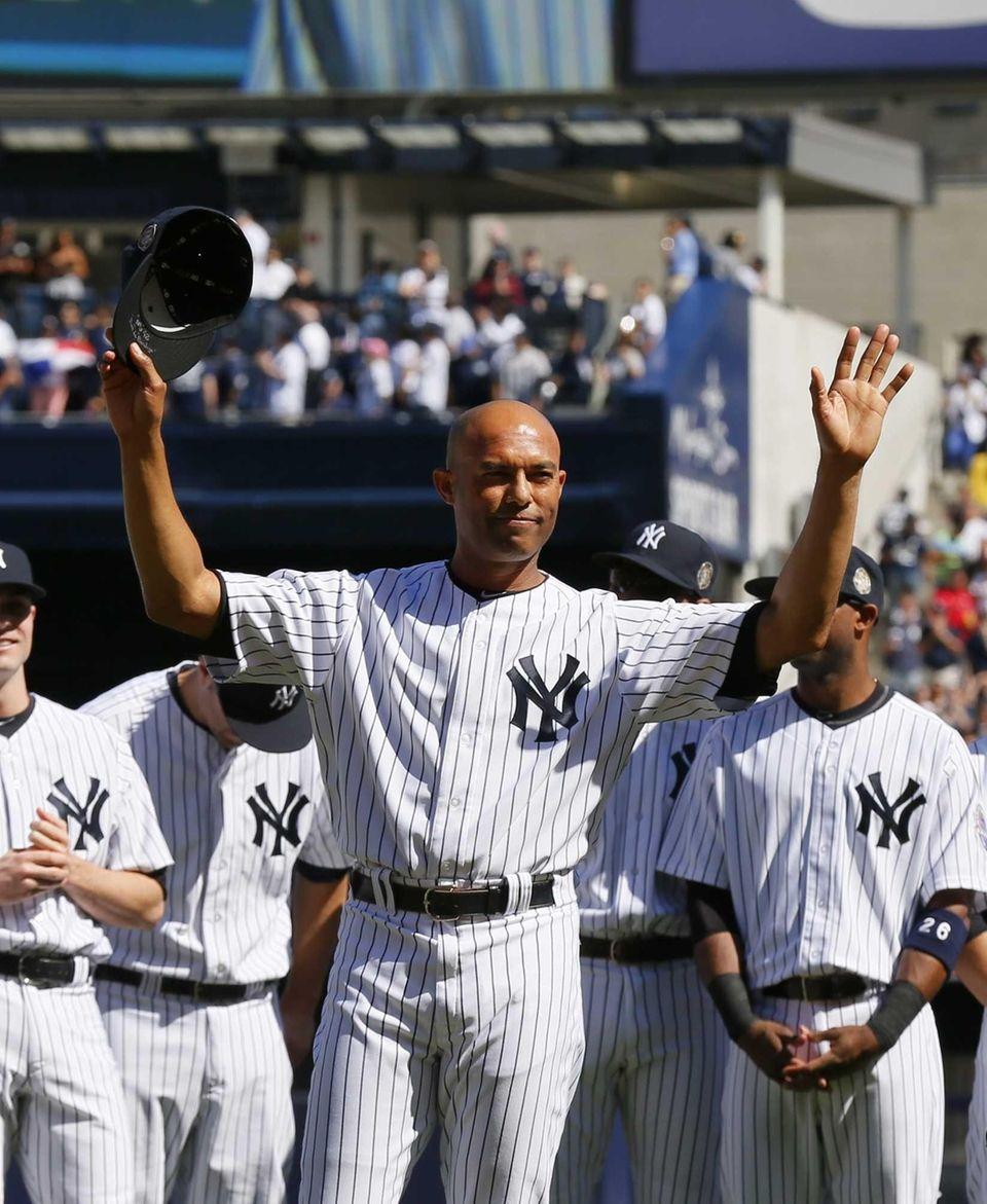 Mariano Rivera of the Yankees tips his cap
