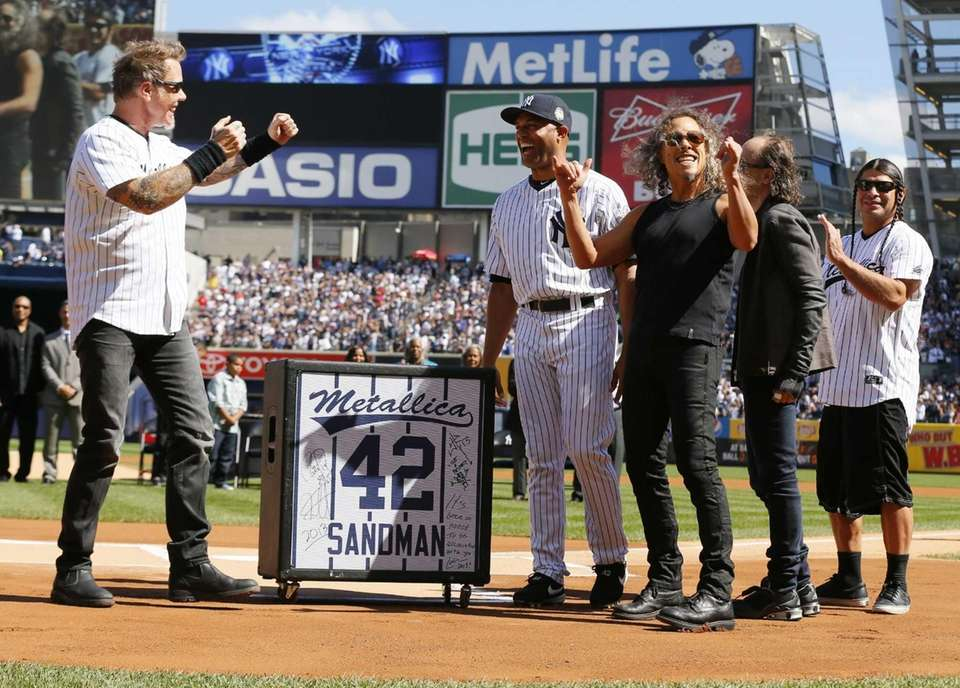 Mariano Rivera is presented with a gift from
