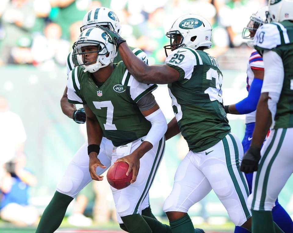 Jets running back Bilal Powell (no. 29) congratulates