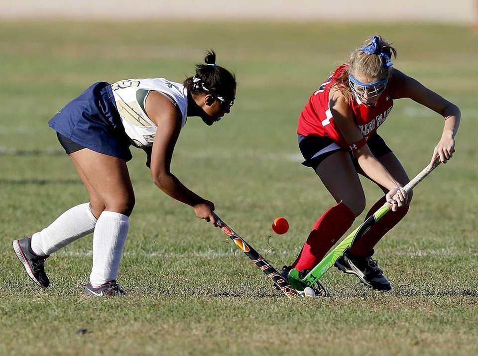Miller Place's Kenzie Negron (10) and Bayport's Brooke