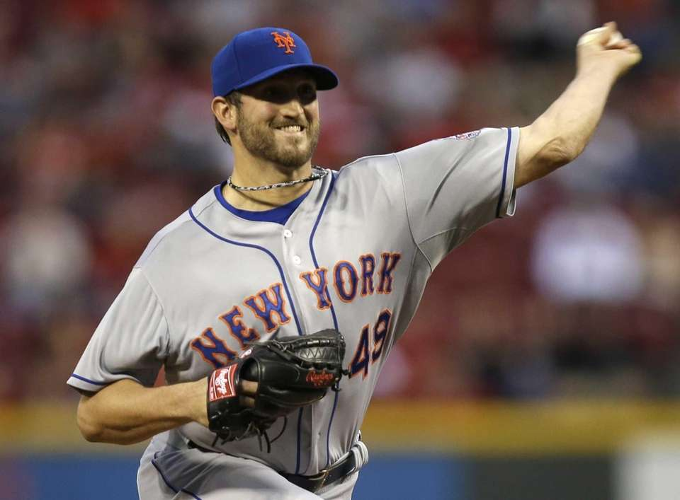 Jonathon Niese delivers a pitch during the first