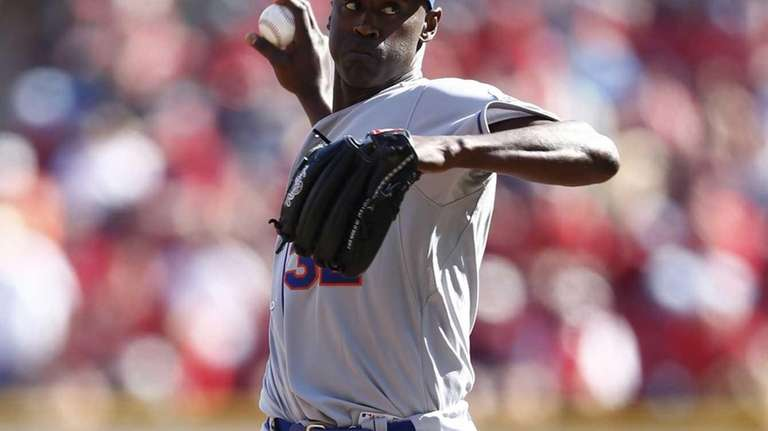 LaTroy Hawkins of the Mets pitches in the