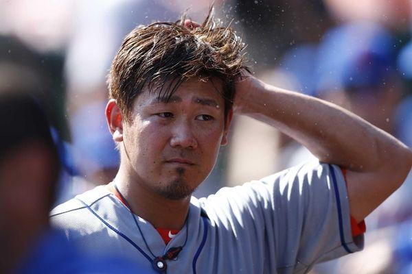 Daisuke Matsuzaka of the Mets splashes water on