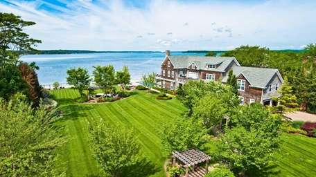 This waterfront property in the Village of Asharoken,