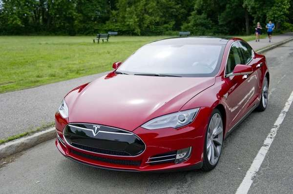 Tesla plans to deliver 21,000 Model S sedans