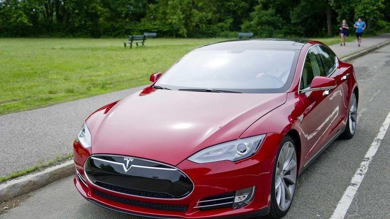 Tesla plans to deliver 21,000 Model S sedans
